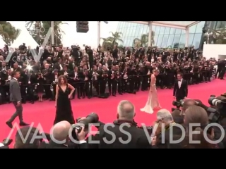 Stella Maxwell on the red carpet for the Premiere of Plaire, Aimer et Courir Vite in Cannes ( 360 X 640 ).mp4