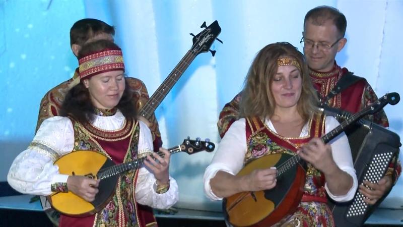 «Волга-folk-band» исполнили композицию New Валенки у айсберга в Павильоне России на ЭКСПО-2017