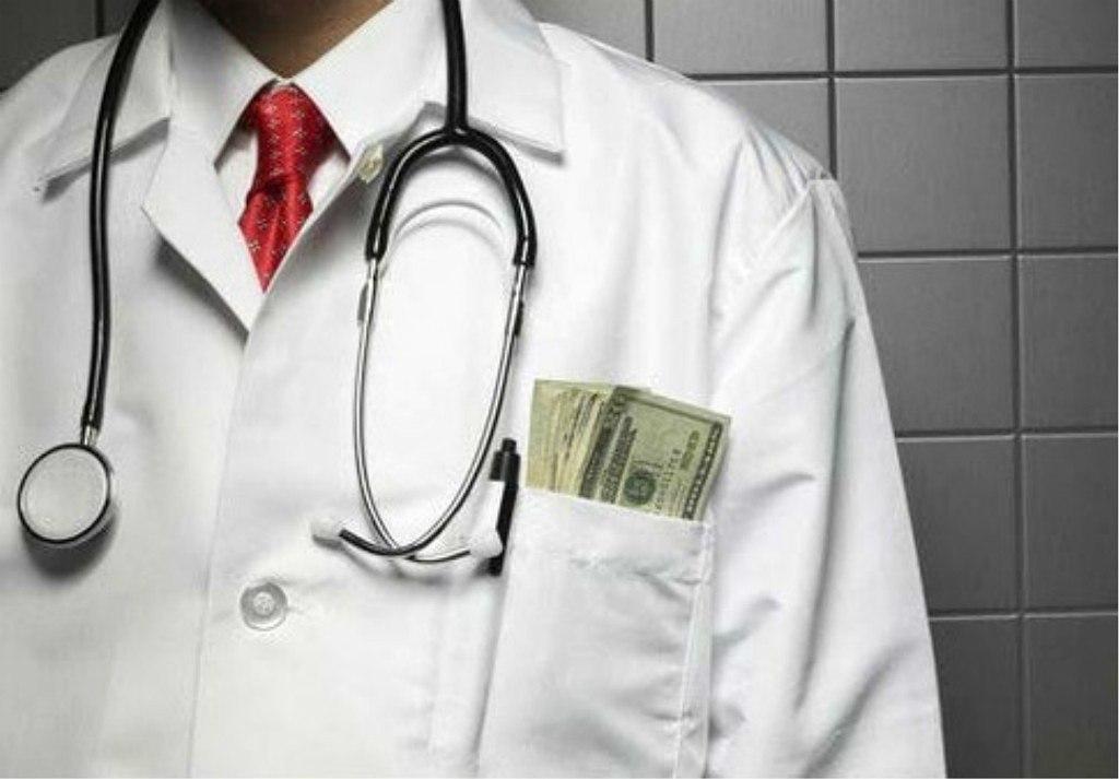 Экс-главврач больницы в Томской области заплатит штраф за хищение 270 тыс.