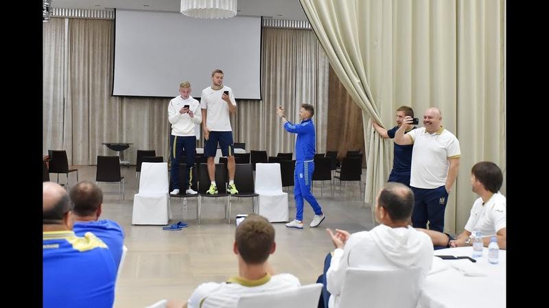 Збірна співає українською Пластун і Кулач