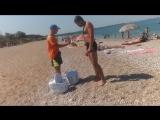 Пляж Любимовка. Серёга покупает самосы