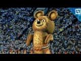 Медведь в центре Москвы смотрит Олимпиаду