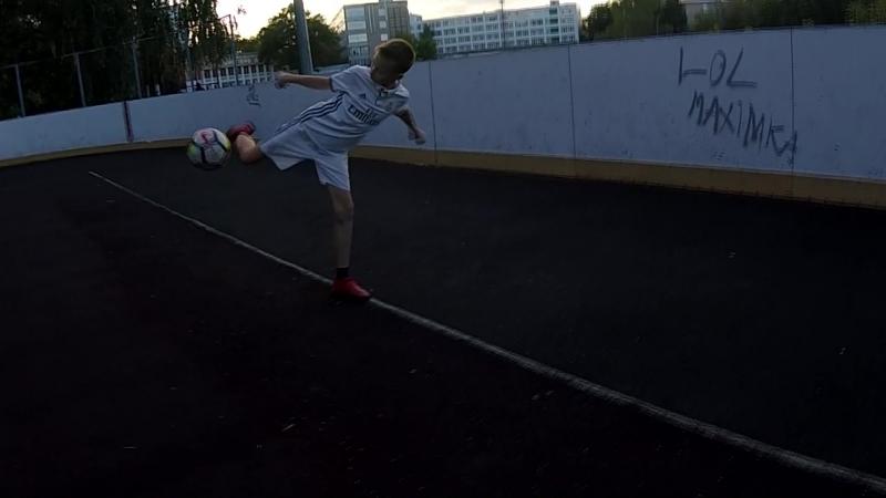 Миша и его акки. Секция фристайла и уличного футбола в Нижнем Новгороде.