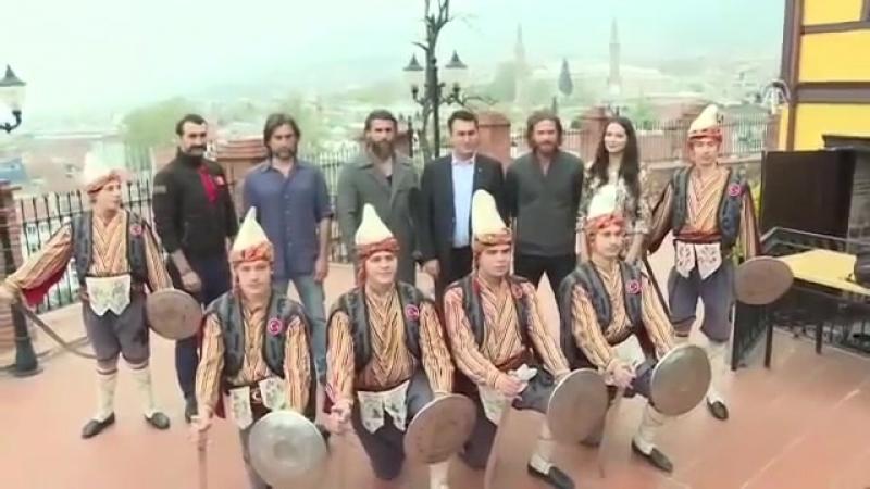 Diriliş Ertuğrul Oyuncuları Bursada Полное видео из Бурсы