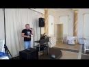 Андрей певец музыкант распевается перед праздником
