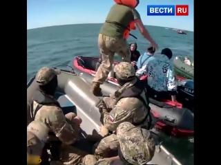 Появилось видео эффектной спецоперации по задержанию незаконных добытчиков янтаря