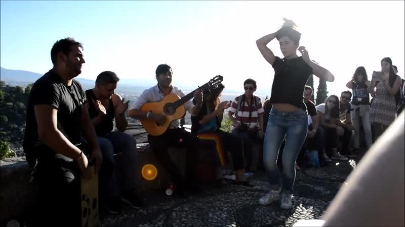 Mirador San nicolas Albaycin en Granada (Alhambra), rumba improvisada con Gitano