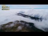 Гора Утай в провинции Шаньси на севере Китая утопает в густых облаках после дождя.