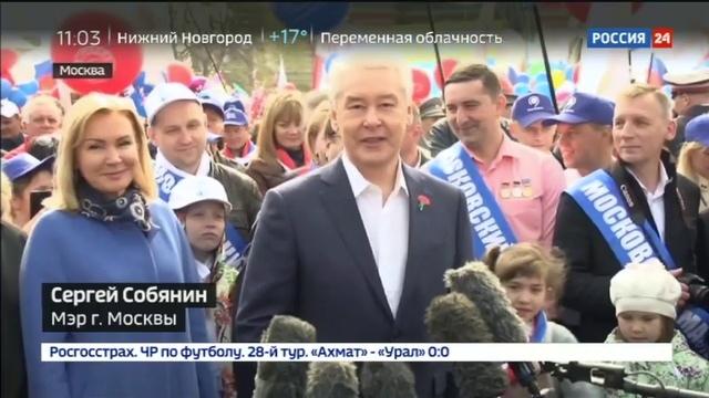 Новости на Россия 24 Тысячи москвичей прошли по Красной площади с шариками и транспарантами
