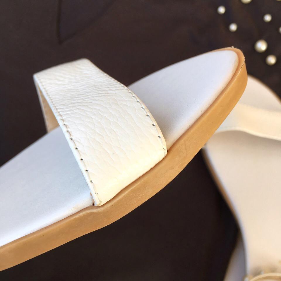 Жемчужные сандалии QUTAA