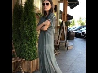Платье из натурального шелка, с вышивкой. Италия ?? Размер 44-48!7500₽. Очки, 2800₽.