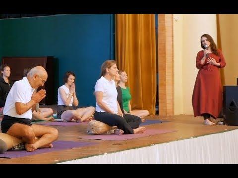 Фаек и Корин Бириа на VII Конвенции по йоге Айенгара в г. Санкт-Петербург в 2017 году