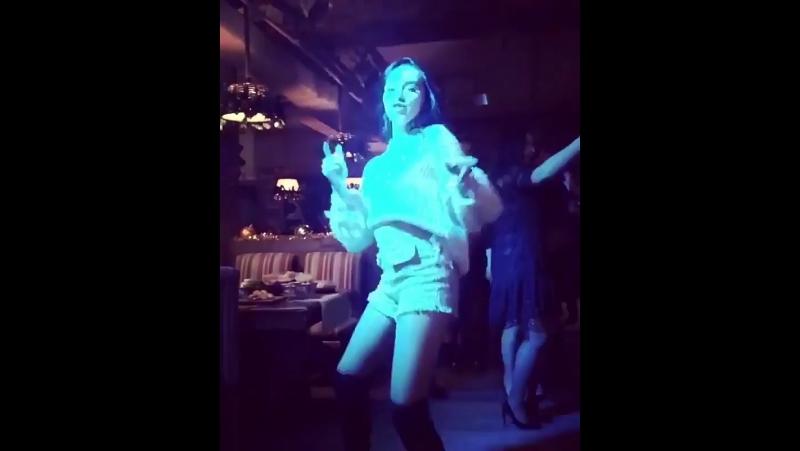 Классно танцует 👍🏻