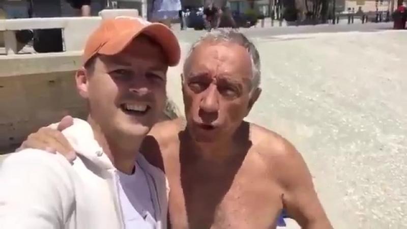 Украинец встретил президента Португалии на общественном пляже и снял с ним видео