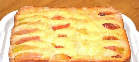 Заливной пирог на кефире со сладкой начинкой