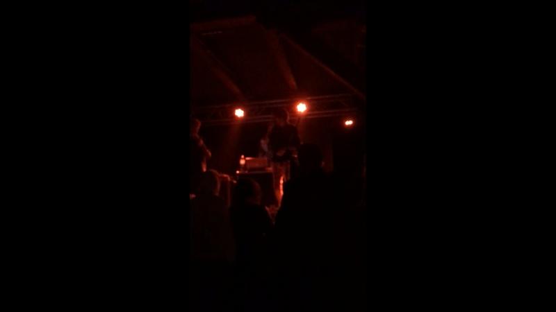 выступление оливера сайкса со стендапом на концерте предки отстой