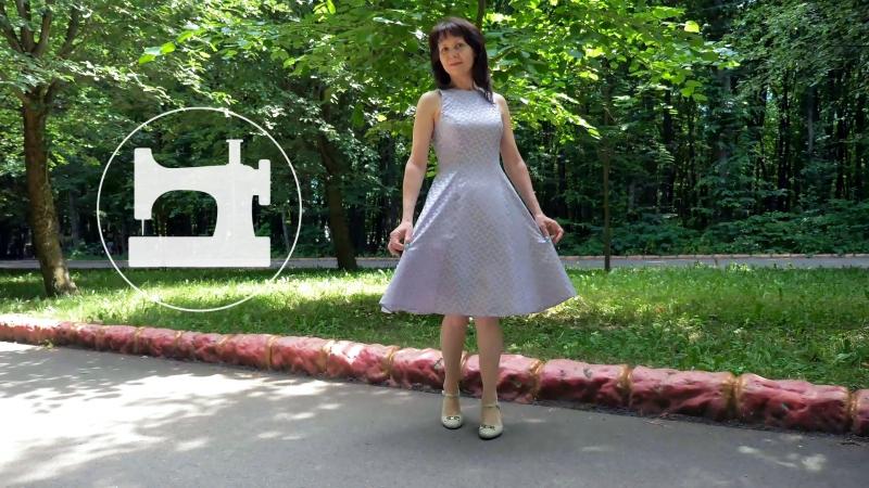 Обзор расклешённого платья из натурального шёлка с рельефными швами