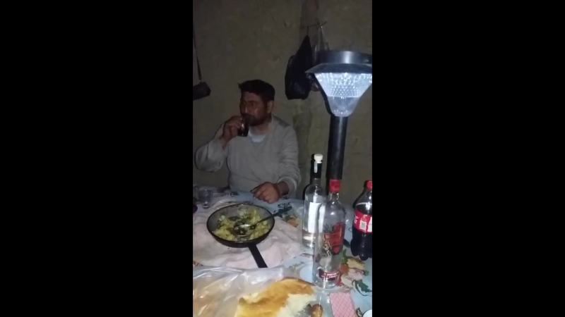 В Баку на свадьбе оператор близко снимает одного гостя и не дает ему есть Азербайджан Azerbaijan Azerbaycan BAKU BAKI Карабах