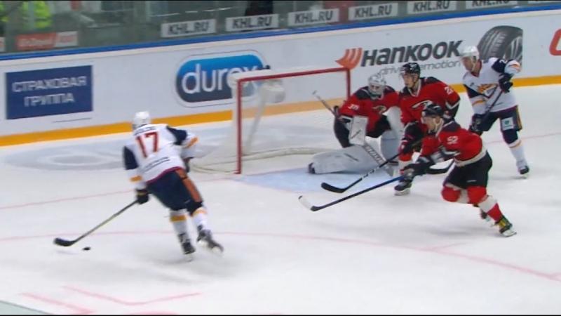 Бобков вытаскивает шайбу