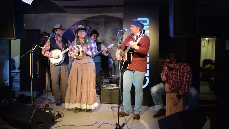 Кантри-фолк-группа Чистая река с одноименной песней