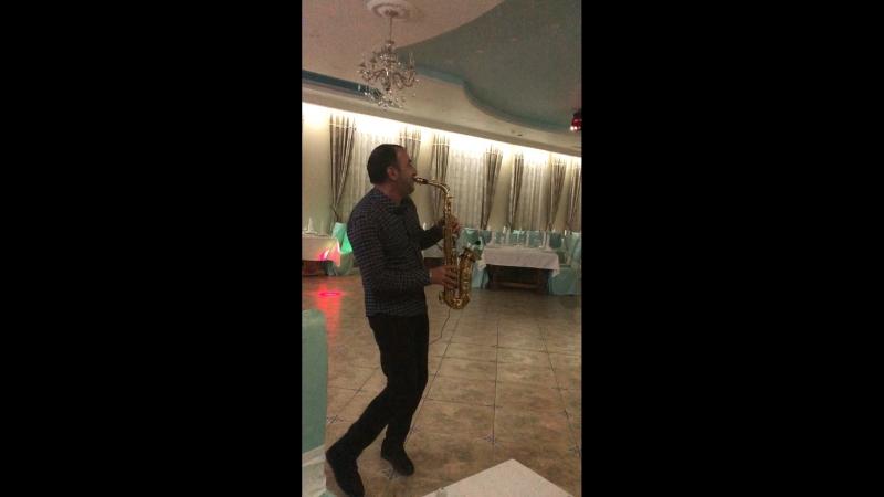 Саксофонист Вугар 🎷