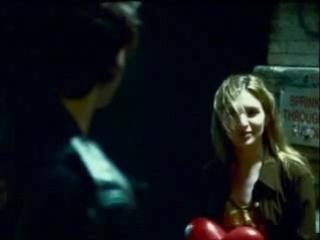 Девочка с большим сердцем... Трогательный и глубокомысленный клип! Смотреть всем девушкам!!!! :)))
