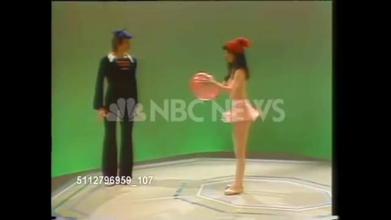Девушка хулиган и воздушный шарик