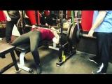 Дженифер Лин Томпсон,  жим лежа 160 кг на 5 раз