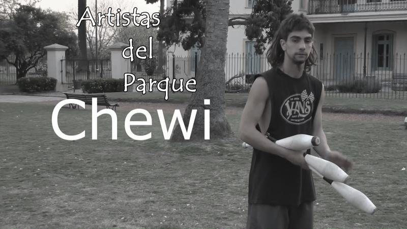 Artistas del Parque - Chewi jugando 3 Clavas