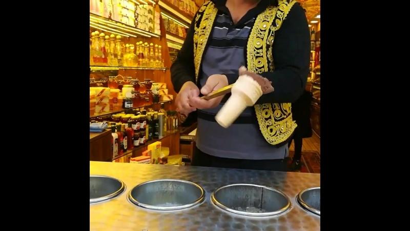 Стамбульский мороженщик