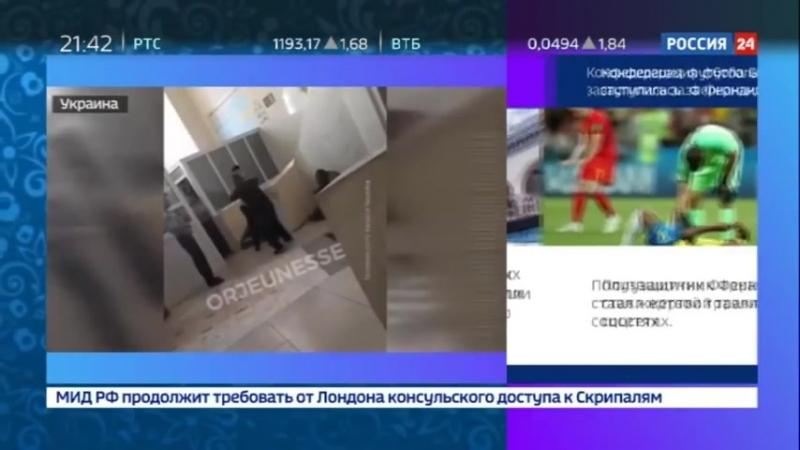 Харьковские полицейские тренировали удары на бездомном Россия 24