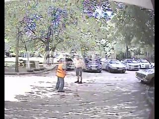 Отмахался лопатой - дворник защитил жителей от хулигана с ножом