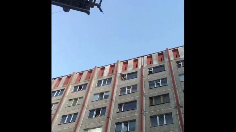На Чехова с 10 вечера мужчина кричал и грозил спрыгнуть с 9 этажа. В 2.57 пр