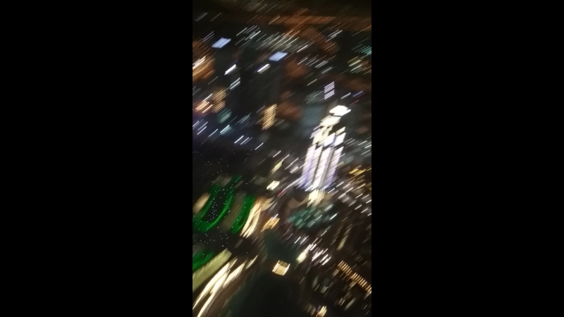 смотровая площадка бурдж-халифа, 124 этаж, примерно половина от общей высоты здания