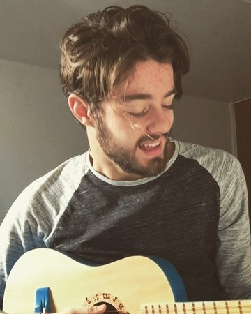 """API on Instagram: """"Perfect @teddysphotos  Vous en pensez quoi ? 📍 identifie 2 ami(e)s pour partager 💪🏼 PS : oui j'ai la guitare de mon petit frère 😂"""""""