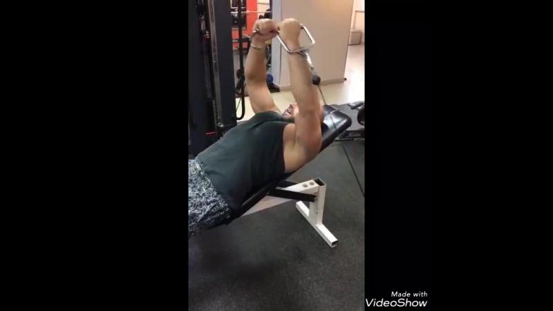 Качаем грудные мышцы!🏋 Выполняет наш супер тренер Сергей Чуприна @serg_1213!💪💪💪