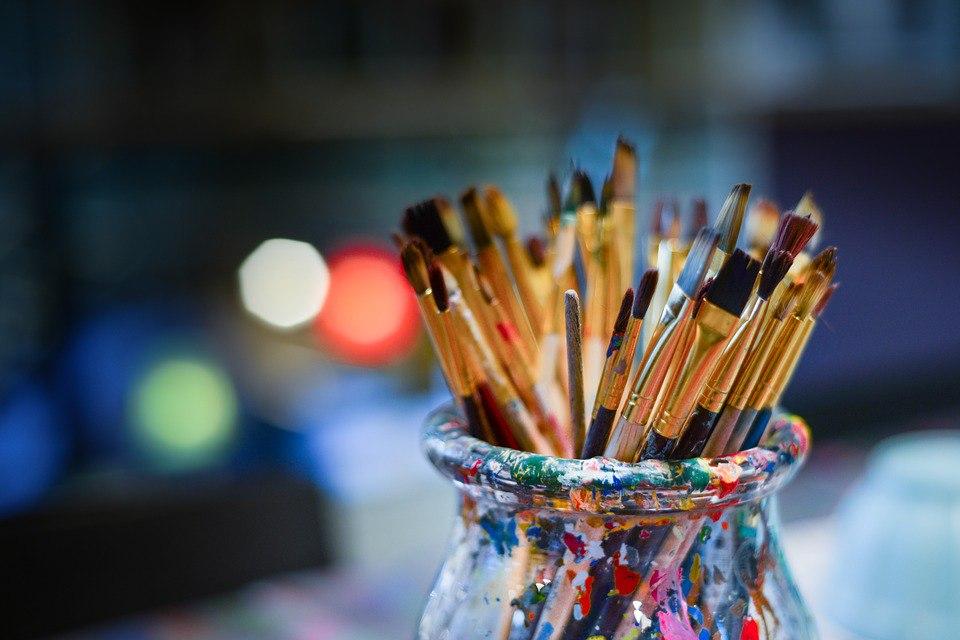 На улице Седова открылась выставка живописи