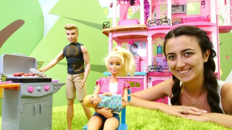 Barbie ailesi Sevcanın otelinde barbekü yapıyor