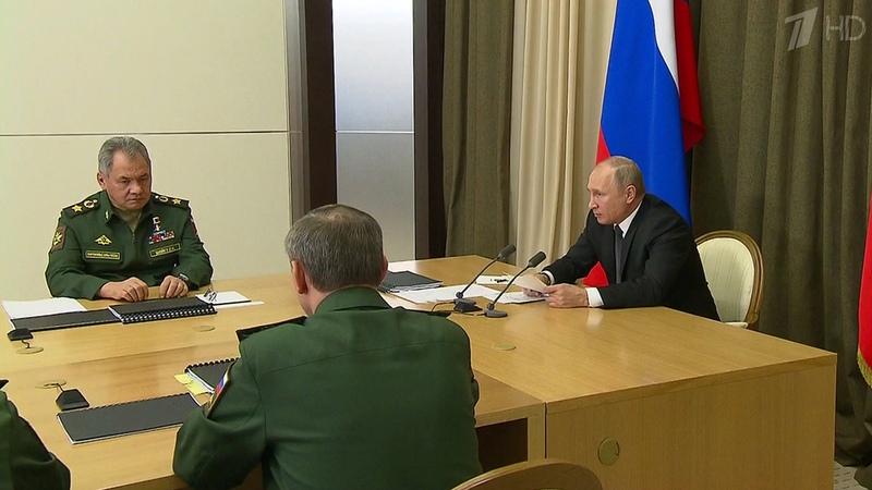 ВСочи Владимир Путин провел второе совещание поразвитию Вооруженных сил иоборонно-промышленного комплекса. Новости. Первый канал