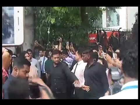 Katrina Kaif gets huge welcome from people of Indore HD Video