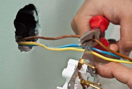 Услуги электрика на час