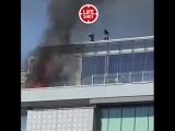 🔥 В Москве загорелся ТРЦ «Времена года». Тушить его принялись ведрами с водой. Сейчас на месте пожарные. С огнем справились
