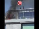 🔥 В Москве загорелся ТРЦ Времена года Тушить его принялись ведрами с водой Сейчас на месте пожарные С огнем справились