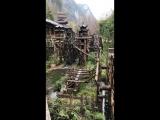 Водяная мельница в старом китайском городе!