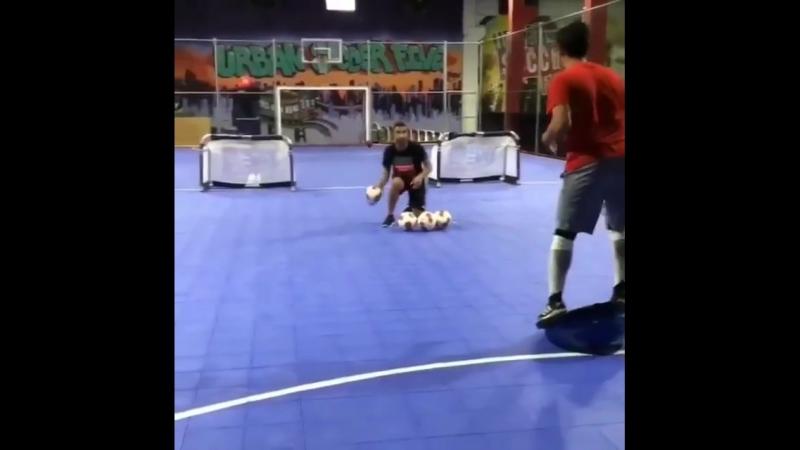 Тренировка вратарей с обручами и балансировочными платформами