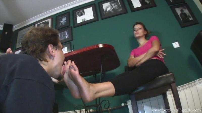 Goddess Victoria Amanda Femdom Foot fetish Фут фетиш Вылизывает ноги slave licking feet trampling footworship