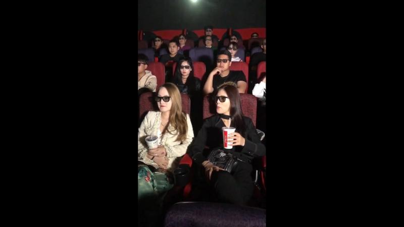 Китаец основательно подготовился к походу в кино