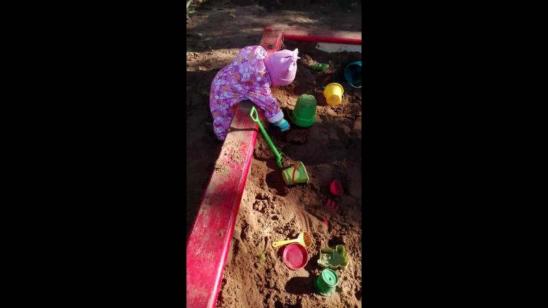 лиза в песочнице