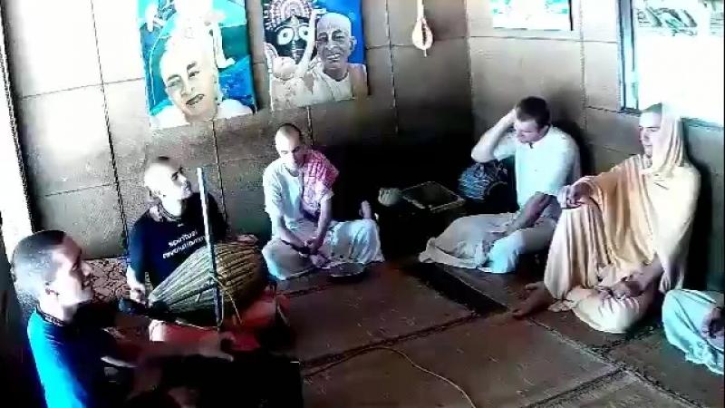 24 - часовой киртан в Маяпуре.