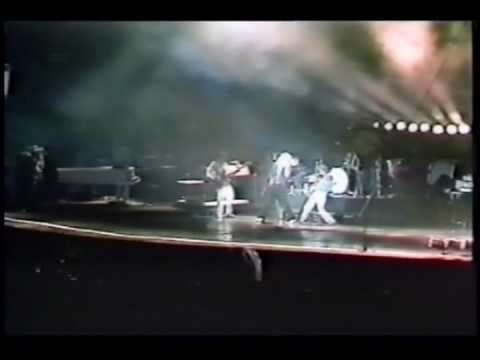 Hefty Dirigible - Achilles Last Stand (Knebworth '79 Matrix)